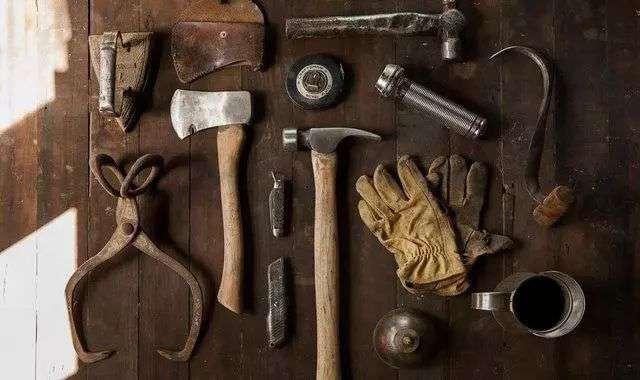 事到如今,罗永浩和他的锤子科技已经走到了这起倒闭危机的后半场