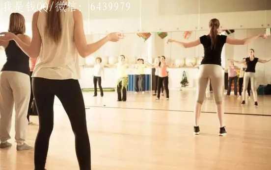 跳舞的女人,赚钱跟喝水一样轻松,剪一个视频赚1000多块